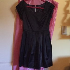 Gorgeous black little dress with silver zipper